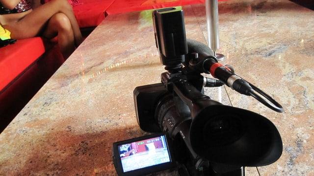Kamera auf einem Salontisch