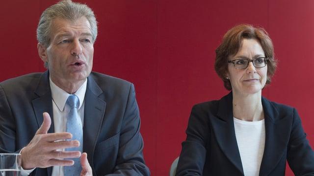 Heinz Karrer und Monika Rühl an der Medienkonferenz.