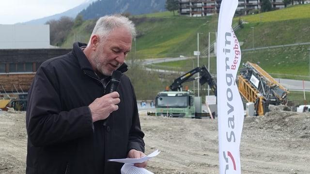 Leo Thomann, il president communal da Surses durant l'emprima badigliada da la nova pendiculara Savognin - Tigignas la primavaira da quest onn.