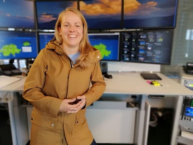 Nicole Glaus im Herbst-Look mit brauenem Mantel