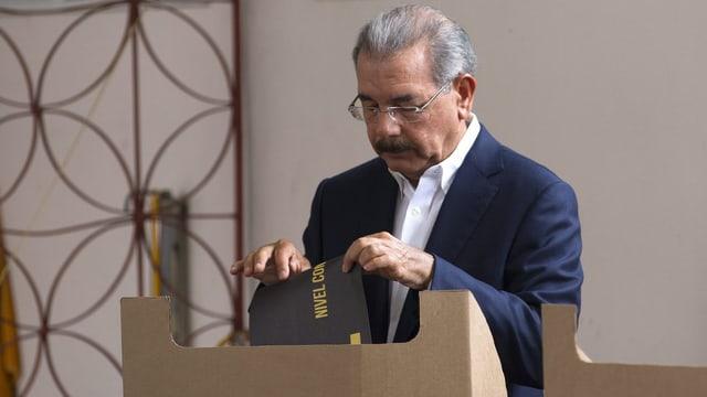 Um cun cedel da votar.
