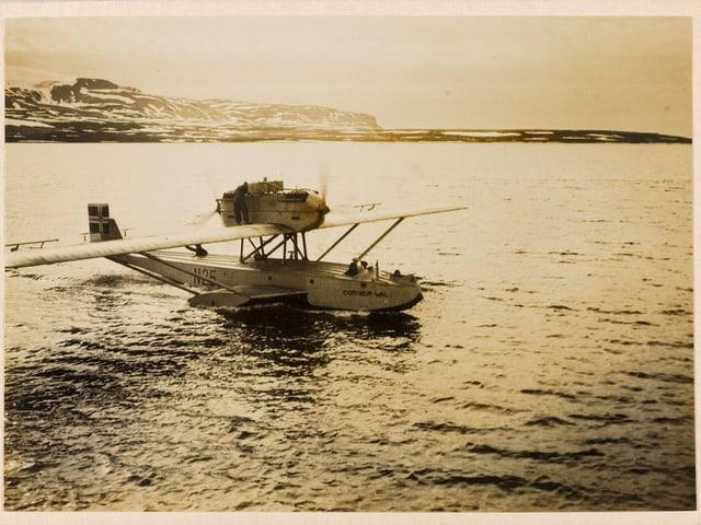 Schwarzweissbild eines Wasserflugzeuges