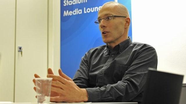 Michel Loris-Melikoff wehrt sich nicht gegen seine Absetzung als Leiter der St. Jakobshalle.