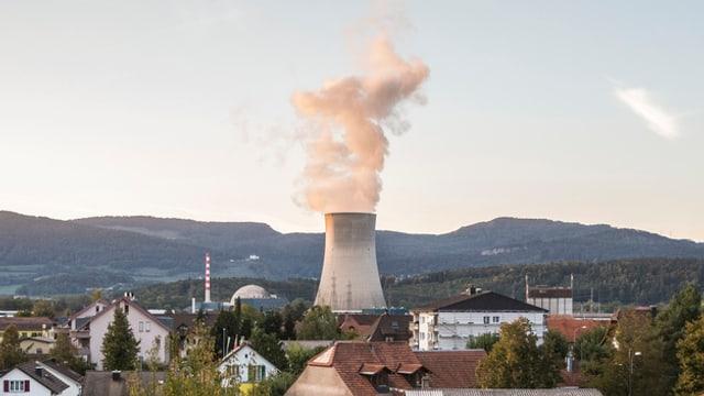 La tur da sfradentar da l'ovra atomara Gösgen.