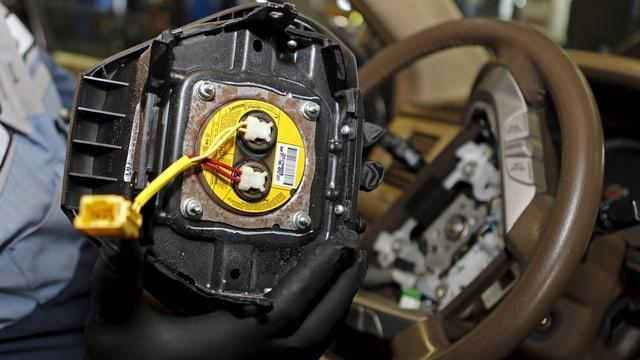 Ein zurückgerufener Airbag in einem Honda (2016).