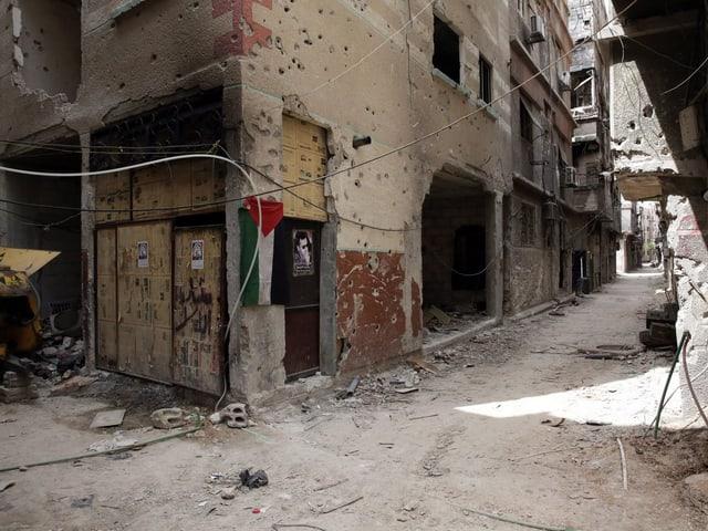 Ansicht einer zerbombten Hausfassade.