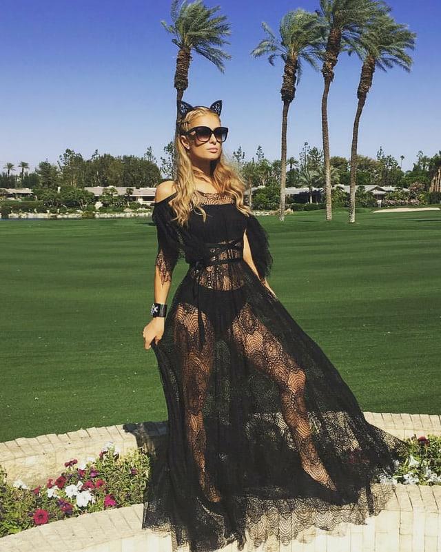 Paris Hilton im durchsichtigen Ballkleid