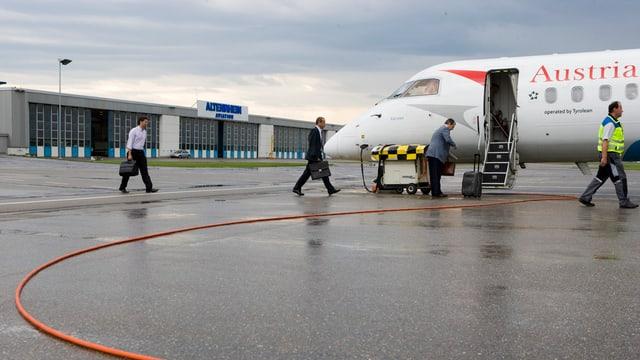 Ein Flugzeug der Austrian Airlines auf dem Flughafen Altenrhein.