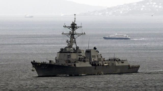 Ein Kriegsschiff