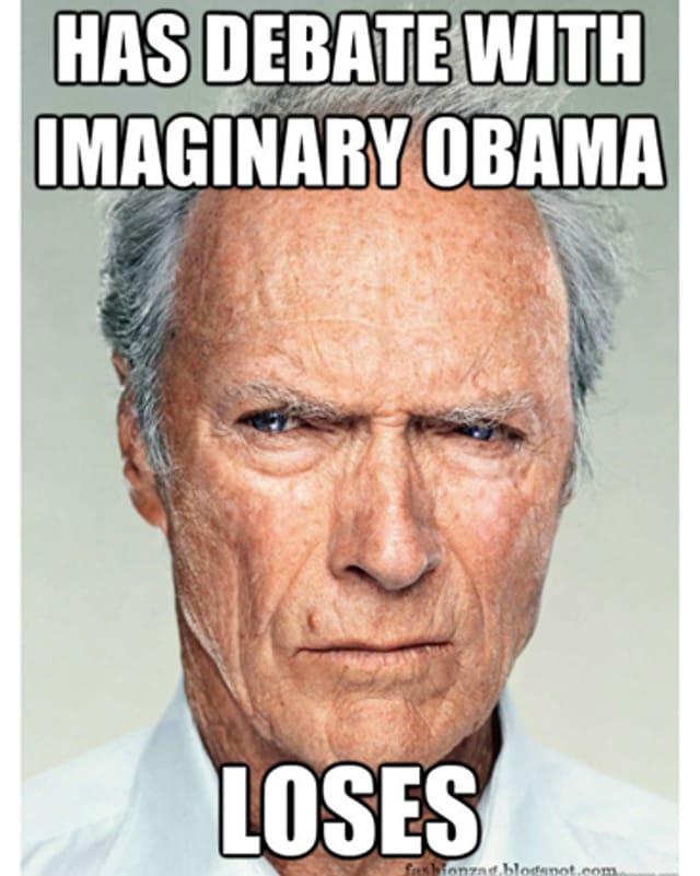 Clint Eastwood guckt ziemlich grimmig.