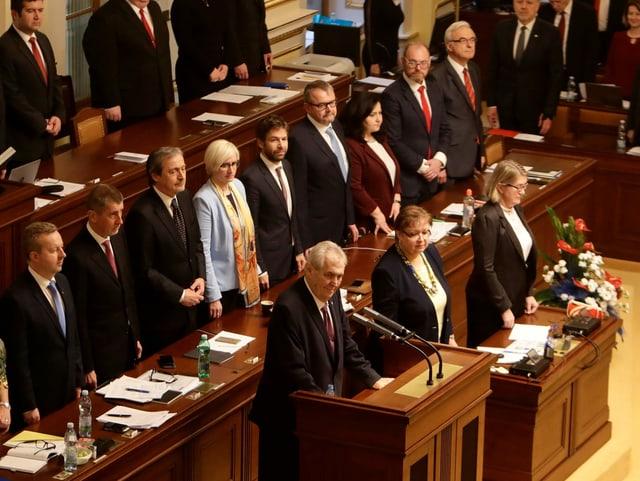 Präsident am Rednerpult im Parlament.