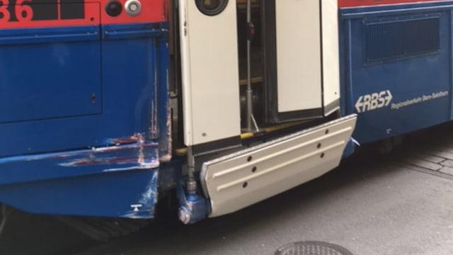 Eine Beule an einem Tram.