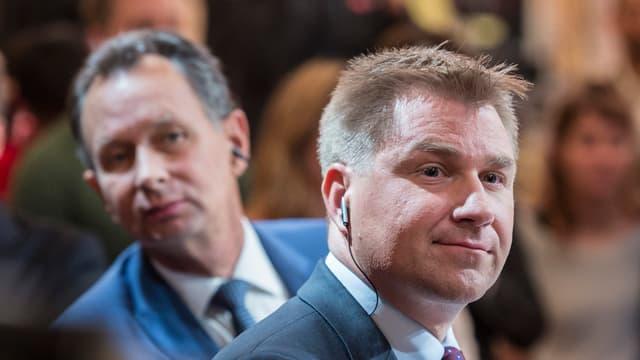 FDP-Präsident Philipp Müller und SVP-Präsident Toni Brunner blicken in die Kamera.