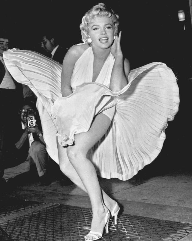 Marylin Monroes Kleid wird in einer Filmszene aus «Das verflixte 7. Jahr» in die Höhe geblasen.