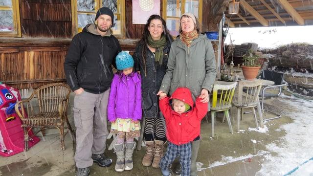 Suchen einen Bauernhof im Emmental:  Valentin & Flo Marti und Melanie Büetiger (r.) mit Kindern.