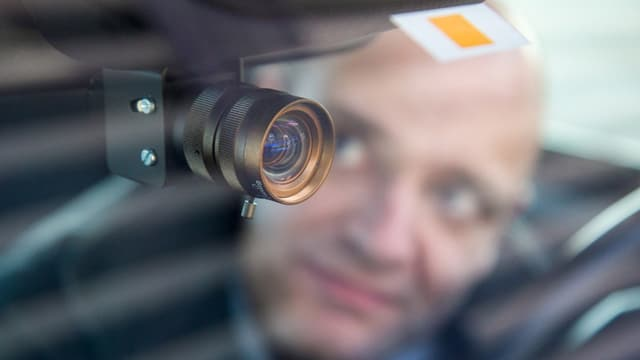 Eine Kamera im autonomen BMW-Prototyp.