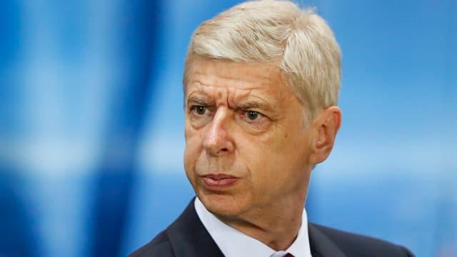 Arsenal-Coach Arsène Wenger mit nachdenklichem Gesicht.