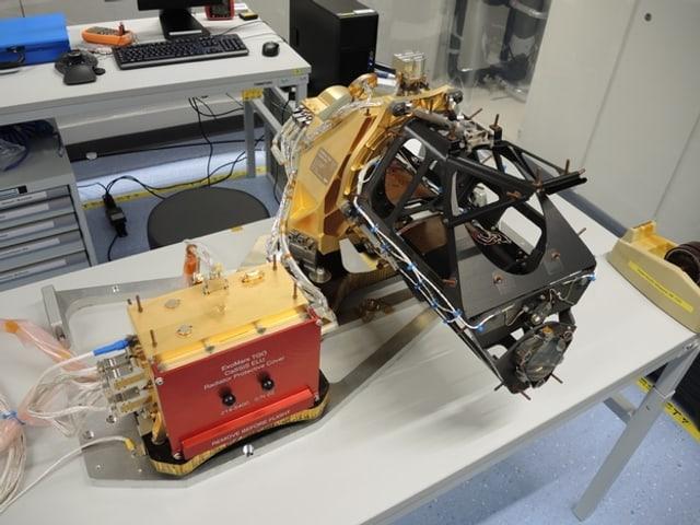 Die CaSSIS-Kamera im Labor in Bern.