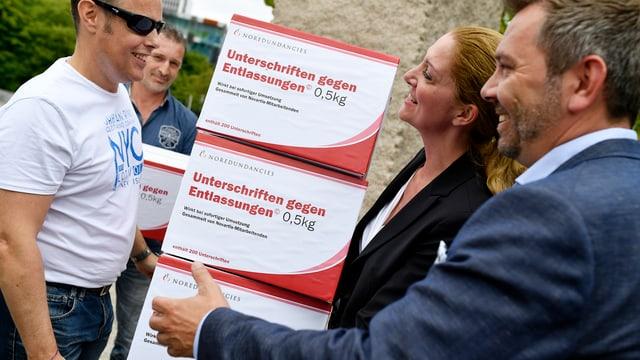 Gewerkschafts-Protestaktion vor Novartis-Sitz in Basel