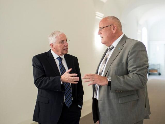 Stiftungsratspräsident Christoph Blocher und Regierungsrat Markus Kägi im Gespräch.