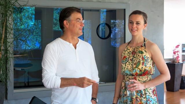 Der Leiter des «Coro Cantarina» Albert Benz mit seiner Tochter, der Regisseurin Ramona Benz.