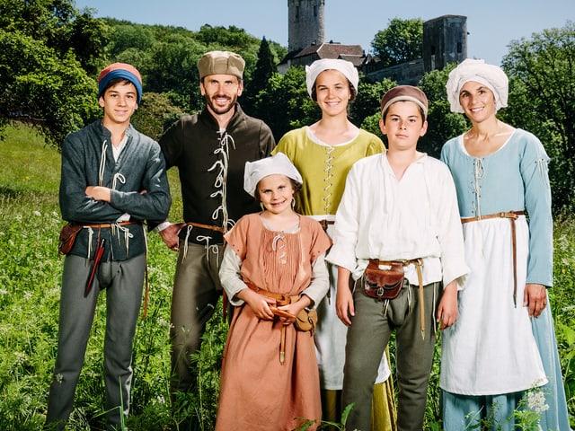 Familie Dietschi in mittelalterlicher Kleidung
