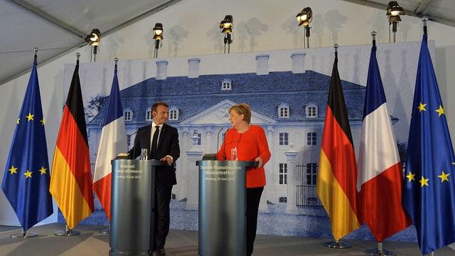 Emmanuel Macron (linke Seite) und Angela Merkel