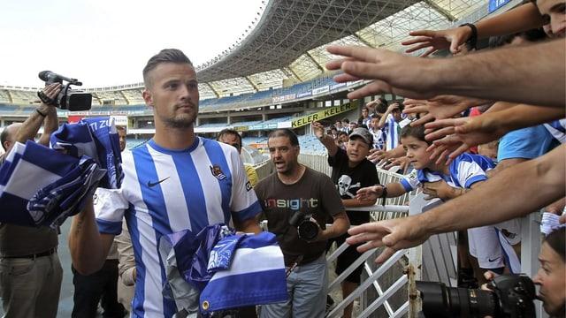 Haris Seferovic wird bei seinem neuen Klub Real Sociedad San Sebastian frenetisch empfangen.