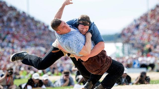 Matthias Glarner, (rechts) und Armon Orlik im Schlussgang beim Schwing- und Älplerfest 2016 in Estavayer 2016