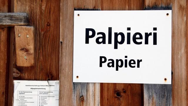 paraid da laina cun in scrit «palpieri - Papier»