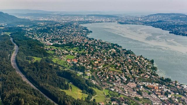 Das Züricher Seebecken von Horgen aus gesehen.