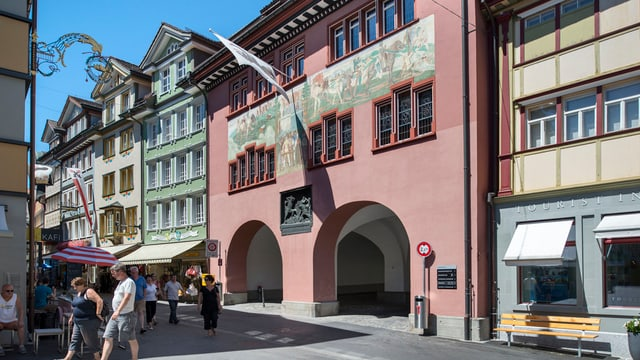 Das Rathaus in Appenzell mit seinen Torbögen ist die Verbindung von Süd nach Nord.