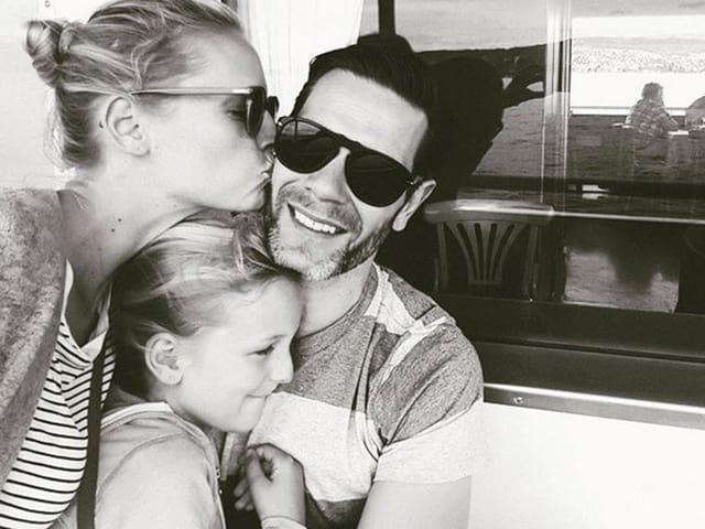 Sarina Arnold mit ihrem Mann Raphael Fischer und Tochter Felice.