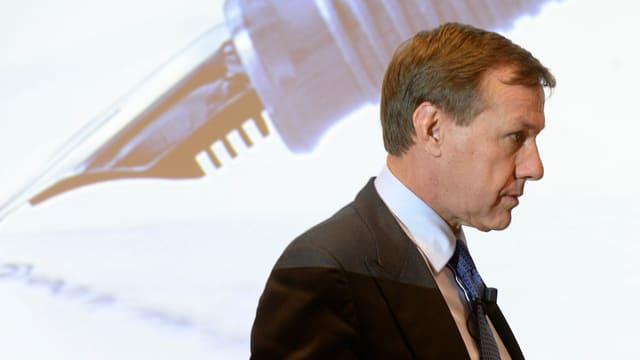 Martin Senn an einer Pressekonferenz.