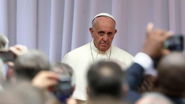 Papa Francestg è arrivà en la Pologna per sia visita da 5 dis.