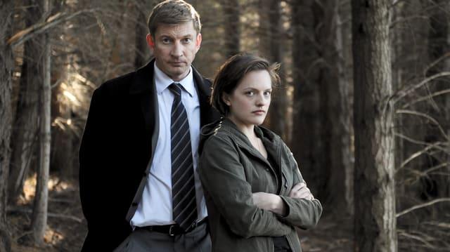 Zwei Special Agents auf einer Waldlichtung