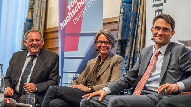 Eduard Rutschmann, Martina Bernasconi und Lukas Engelberger sitzen auf dem Podium des Stadtgespräches