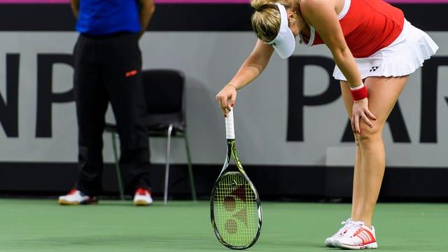 Belinda Bencic sa posa sin ses rachet da tennis.