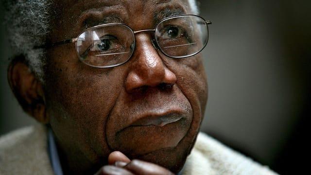 Porträt des Schriftstellers Chinua Achebe