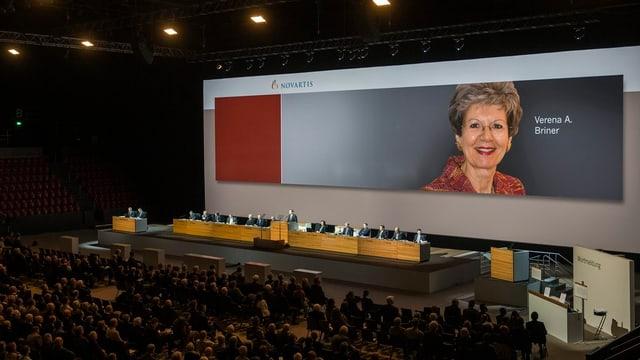 Blick in die Generalversammlung in der St. Jakobs-Halle in Basel.