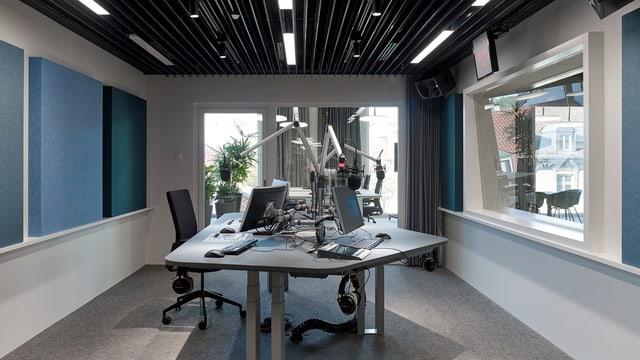 Eines der Radiostudios im Meret Oppenheim Hochhaus in Basel.