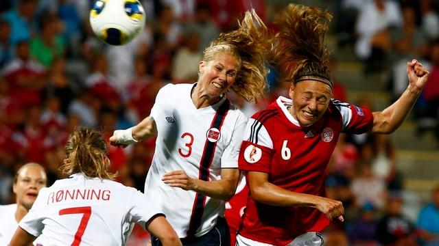Norwegen und Dänemark lieferten sich im Halbfinal ein ausgeglichenes Spiel.