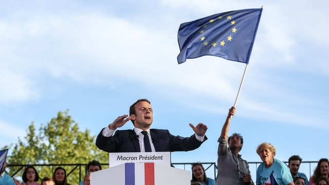 Emmanuel Macron va en la cursa sco favorit.