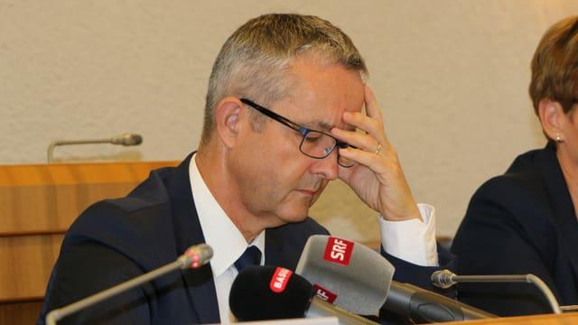 Weber vor Mikrofonen