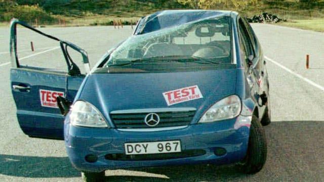Zerstörte Mercedes-A-Klasse nach Elchtest 1997