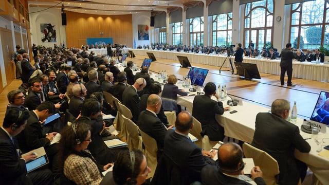 Auftakt der Konferenz in Montreux: Nach drei Jahren Krieg und 130'000 Toten sprechen die Feinde erstmals miteinander. (keystone)