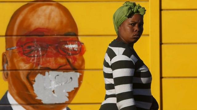 Ein Wandgemälde mit dem Gesicht von Präsident Jacob Zuma. Ihm wurde der Mund weggekratzt.