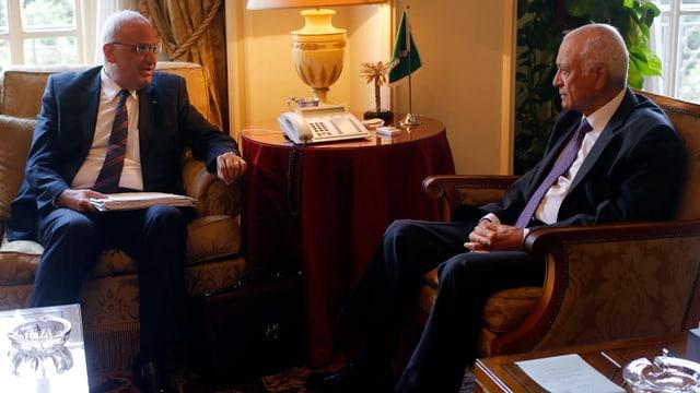Der Chefunterhändler der Palästinenser, Saeb Erekat (links) mit dem Chef der Arabischen Liga, Nabil el-Arab, in Kairo.
