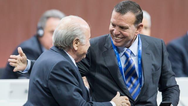 Blatter begrüsst Napout.