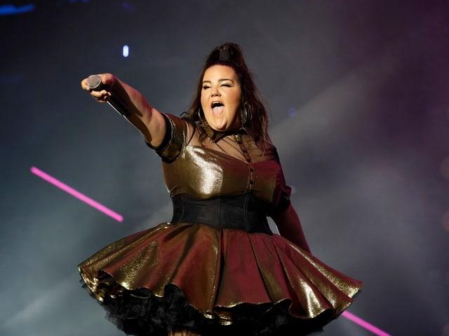 Netta Barzilai la candidata da Israel per igl esc 2018 durant in concert
